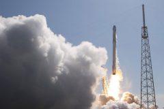 pesawat-luar-angkasa-spacex-siap-meluncur
